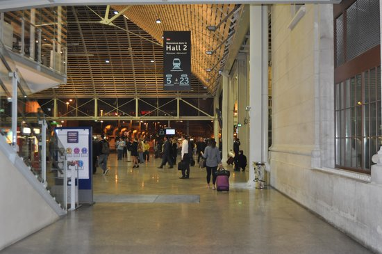 Novotel Paris Gare de Lyon: Hall 2 of Gare de Lyon; access from Novotel
