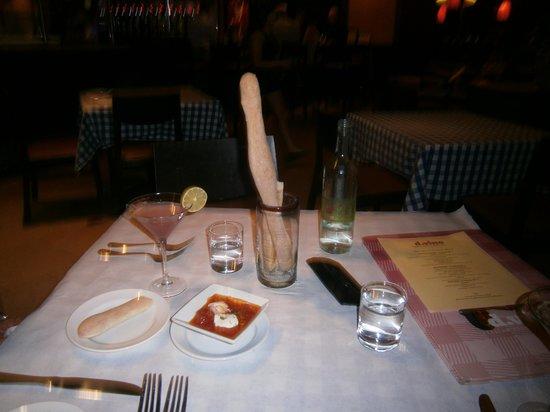 d.vino Italian Food and Wine Bar : Wonderful bread and sauce