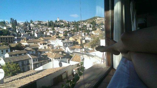 Almanzora Apartments Granada : Vista des de la habitación y todo el apartamento