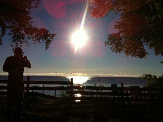 Harmon's Birchwood Resort: husband drinking coffe at Cabin watching sunrise