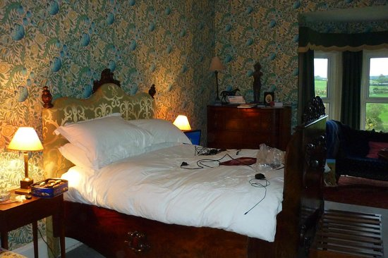 Rossnaree: The giant double bed in the William Morris room