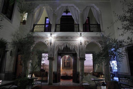 RIad Al Loune : Detail at night