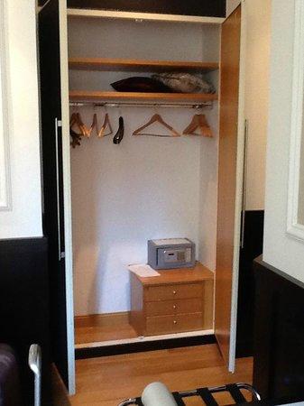 Duca D'Alba Hotel: closet space and safe