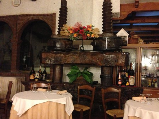 Villa Monica B&B: Old wine press at place Pasquale recommended for a delicious dinner.