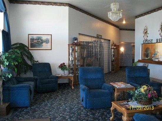 Glacier Gateway Plaza: Front lobby