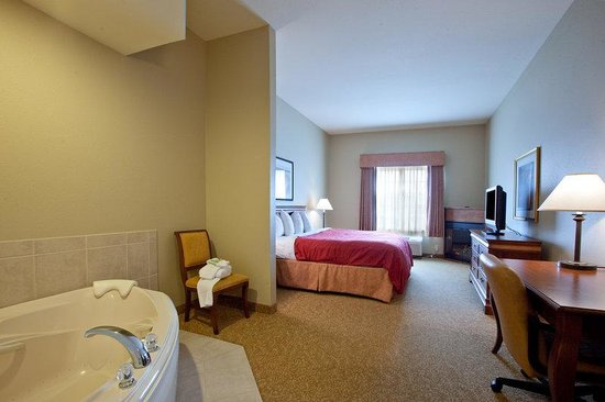 Country Inn & Suites By Carlson, Winchester: CountryInn&Suites Winchester WhirlpoolSuite