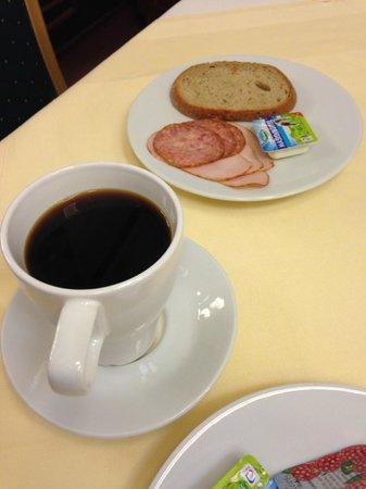 Hotel Lunik: petit déjeuner type buffet