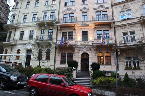 Spa Hotel Cajkovskij: Главный вход