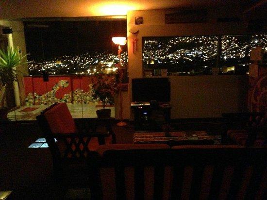 Hostal Wara Wara: Hotel at night