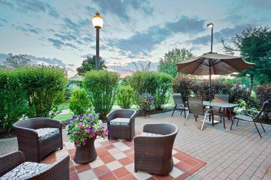 Hampton Inn Clifton Park : Outside Patio