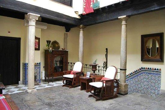 Hotel Zaguan del Darro: Comodísimas mecedoras en la sala común
