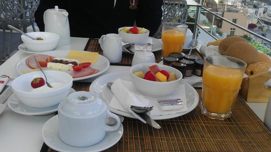 Cosmopolitan Suites Hotel: завтрак