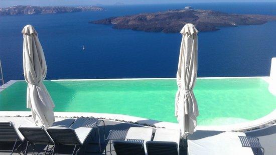 Cosmopolitan Suites Hotel: вид