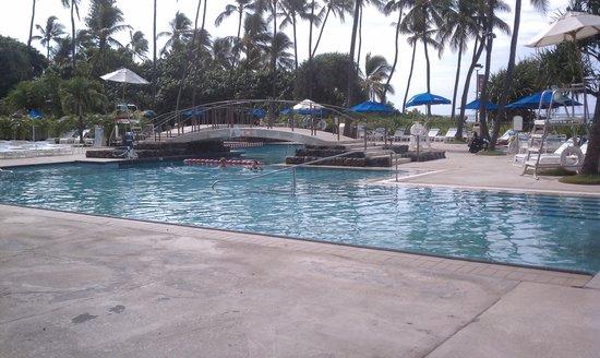 Hale Koa Hotel: pool