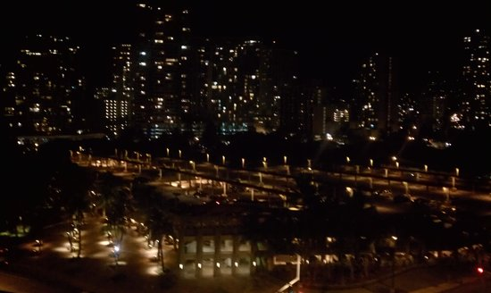 Hale Koa Hotel: 8th floor room in the front of the hotel, city view