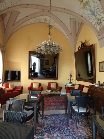 Hotel Palazzo Papaleo: Dining and sitting room