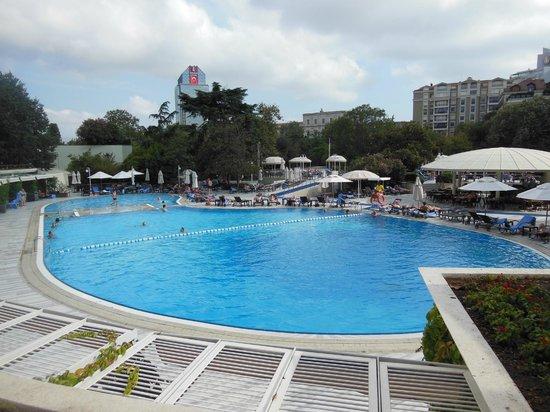 Hilton Istanbul Bosphorus: Large swimming pool