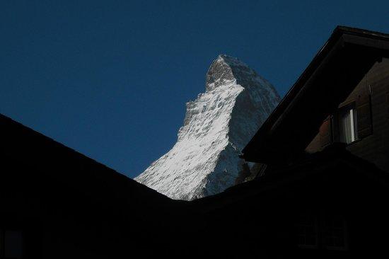 Ambassador Hotel Zermatt : Vista do meu quarto, ao fundo o Materhorn