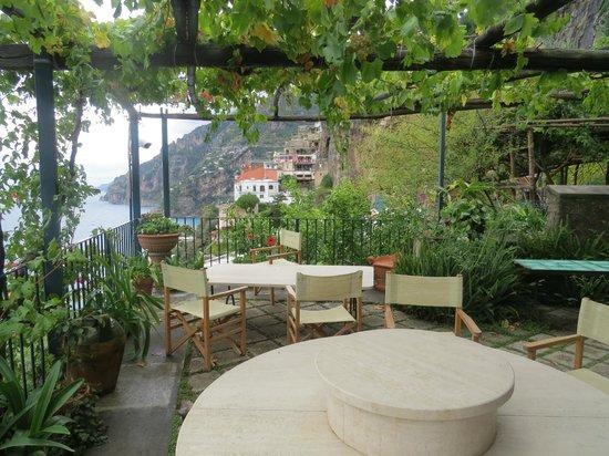 La Fenice : View of breakfast terrace