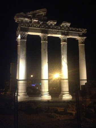 Temple of Apollo: in the night
