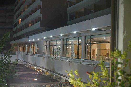 Louis Colossos Beach Hotel: вид на бар