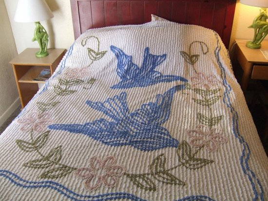 Blue Swallow Motel: all the rooms have this bedspread