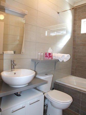 Archways: Superior bathroom