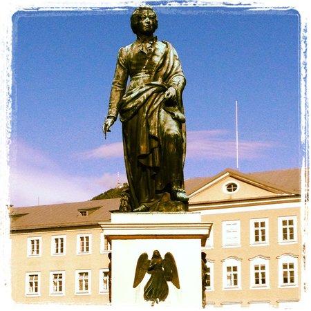 Mozartplatz : statue