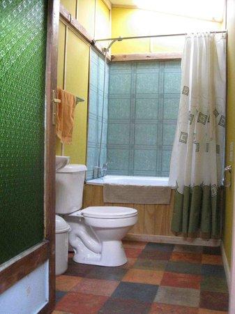 Tin House Patagonia: Bathroom 1
