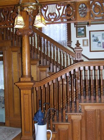 Pedal'rs Inn Bed and Breakfast : Beautiful wood staircase