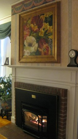 Captain Lord Mansion: Fireplace in Lincoln Room