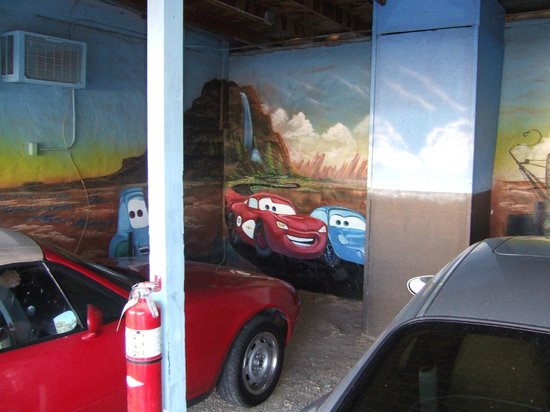 Blue Swallow Motel: the motel is not to far from where the movie cars was based on.