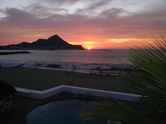 Hotel La Posada: Right on the beach.