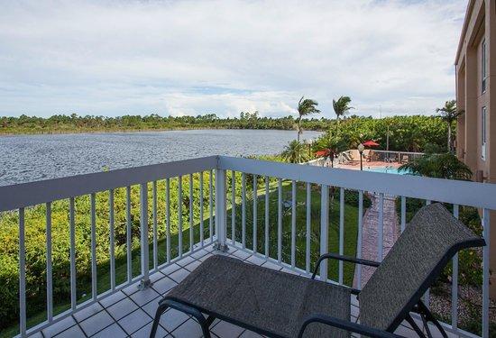 Hampton Inn Port Charlotte / Punta Gorda: Lake View off Balcony Room