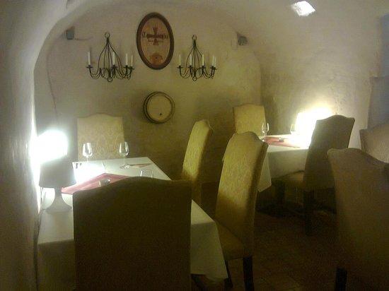 Restaurace U Maltezskych Rytiru: Decor and furniture