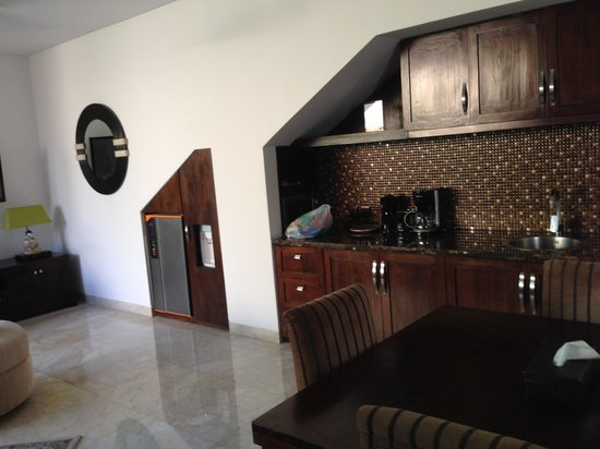 Kanishka Villas: The kitchen area
