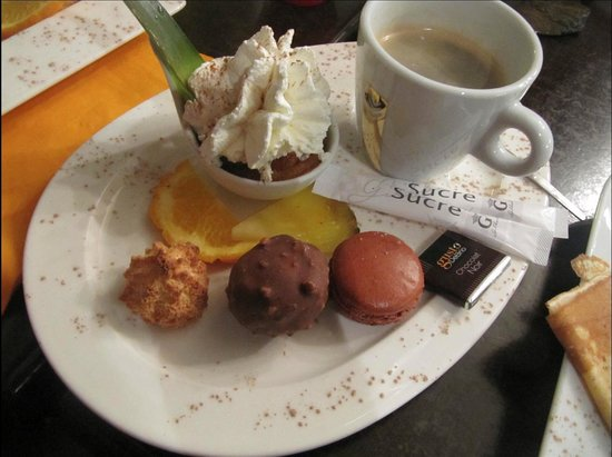 Ty Skorn Creperie: The excellent mini-dessert and coffee
