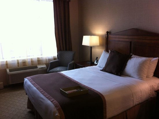 The Lord Nelson Hotel & Suites: Queen bedroom