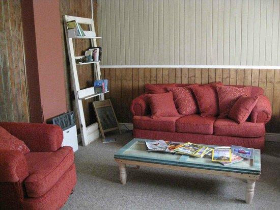 Tin House Patagonia: Living room