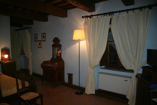 Castello di Petroia : Bedroom
