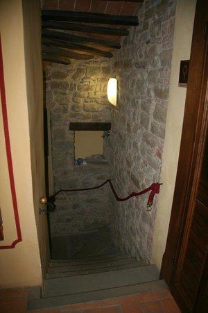 Castello di Petroia: Staircase