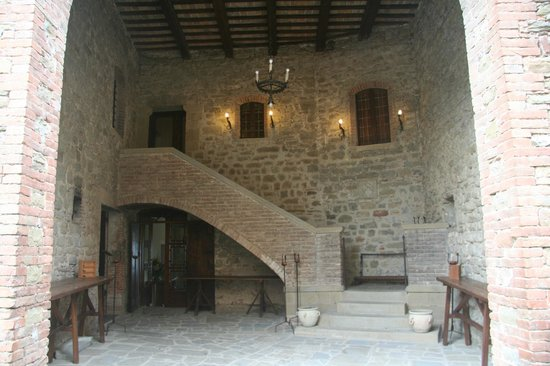 Castello di Petroia: Mainhouse