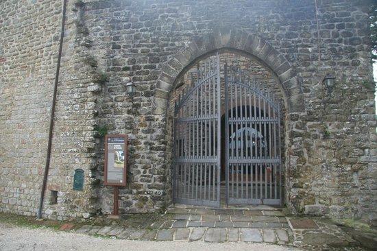 Castello di Petroia: Entry Gate