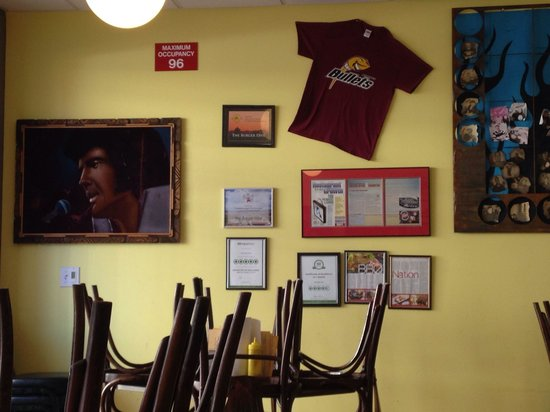 The Burger Dive: Diner decor