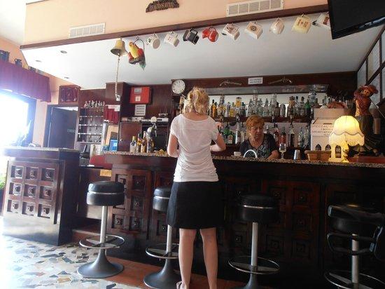 Nettuno Hotel: Bar in the entrance hall