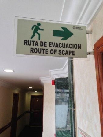 Exe Santafe Boutique Hotel : Signage in Spanglish