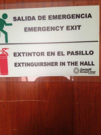 Exe Santafe Boutique Hotel: Signage in Spanglish