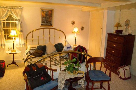 1768 Country Inn: Room 2
