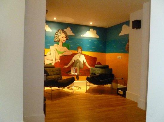 Hampshire Designhotel - Maastricht : Schildering in hotelkamer