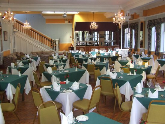 The Sherwood Hotel : great food in this ball room